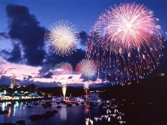 関西の夜空を染め上げる——印象に残った花火大会5選!