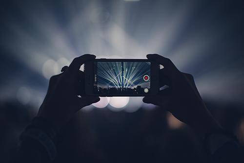 携帯の画面をテレビに 映す方法(iPhone、Android)